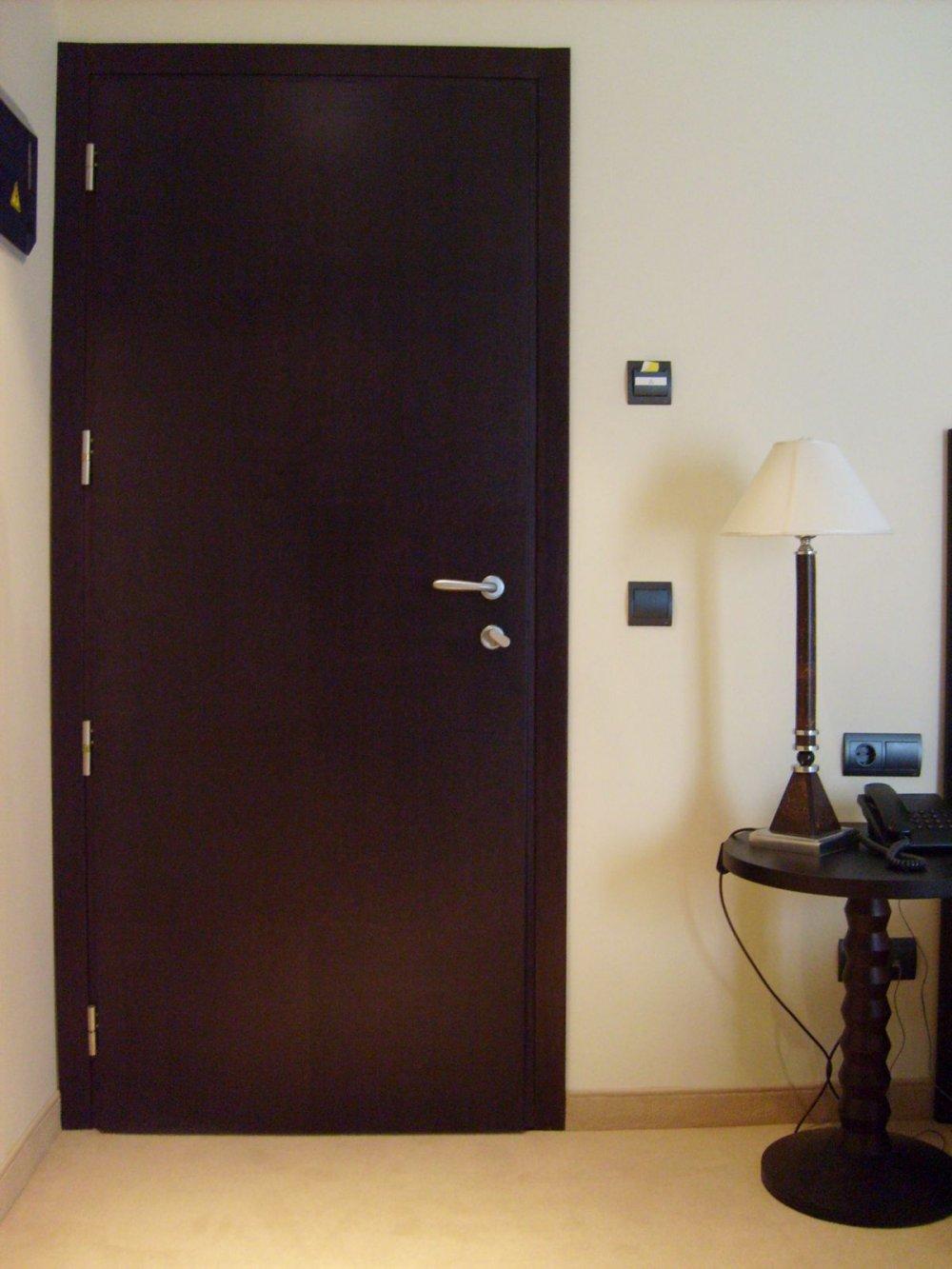 Serramenti porte e arredi per hotel alfa falegnameria for Arredi per alberghi e hotel